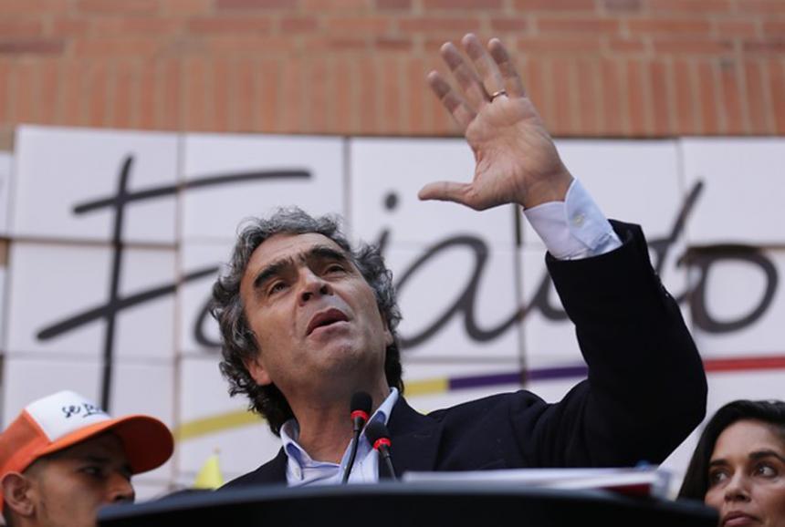 Fajardo inscribe su candidatura y pone a tambalear la 'Coalición Colombia'