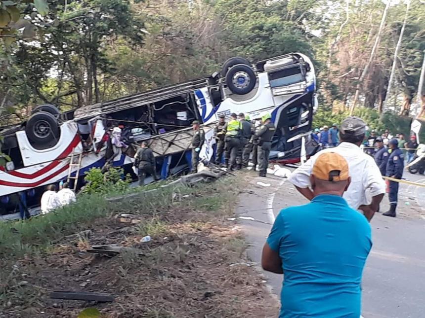 Cinco muertos y 16 heridos en accidente de tránsito en Colombia