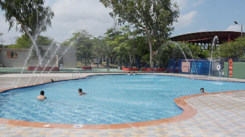El parque muvdi estrena sal n sala de juegos y piscina for Piscina el carmen valencia
