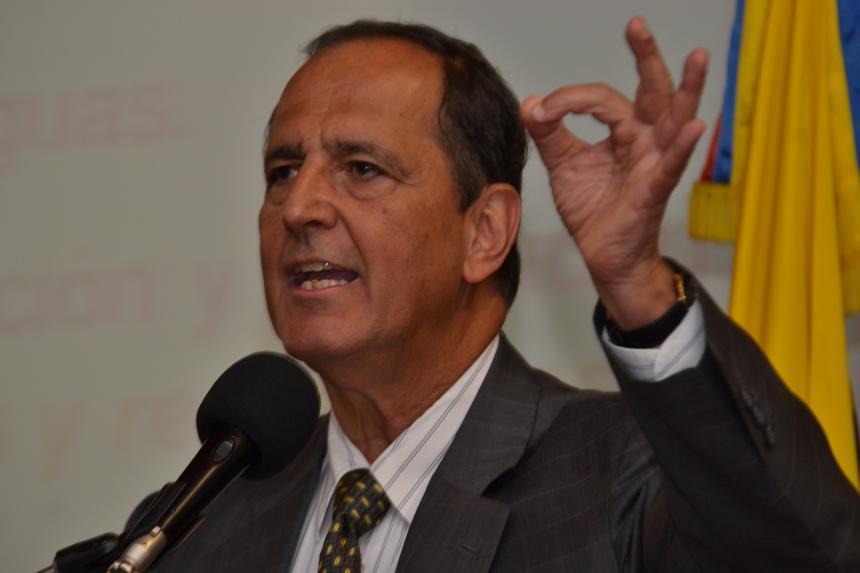 Juan Camilo Restrepo renuncia como jefe negociador del Gobierno con el ELN