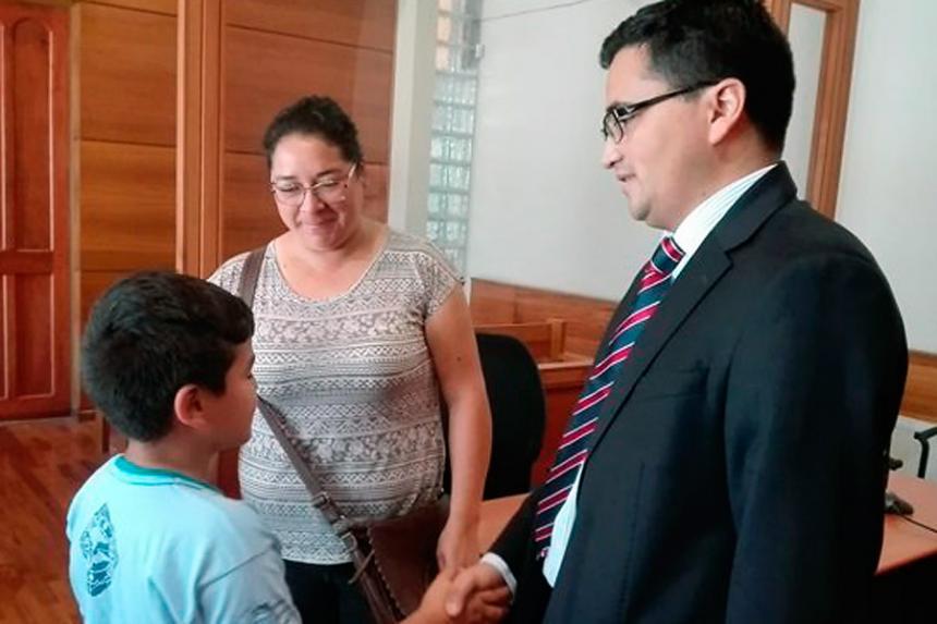 En Chile, niño pide 3 días de libertad para su padre como regalo de Navidad