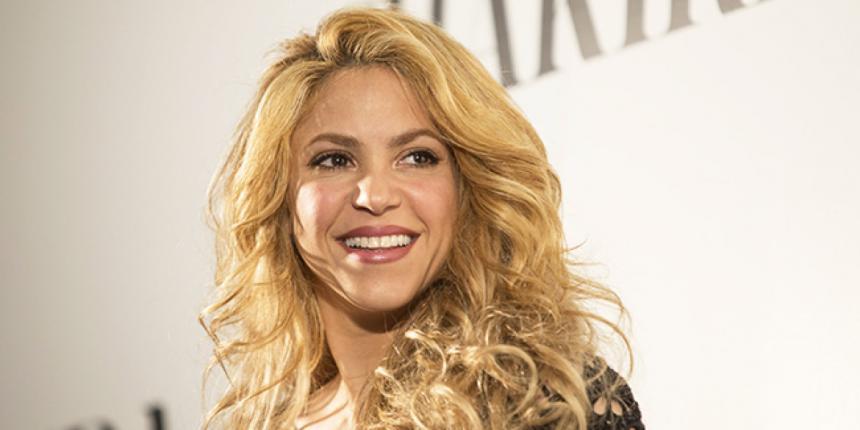 Shakira y Piqué protagonizan desprevenida postal navideña
