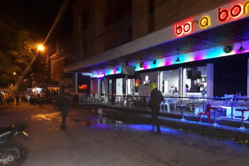 Videos: tiraron una granada en una discoteca y hubo a 32 heridos