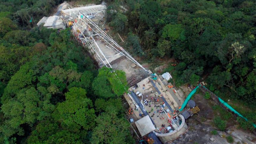 Se desploma un puente en Colombia y deja 9 muertos