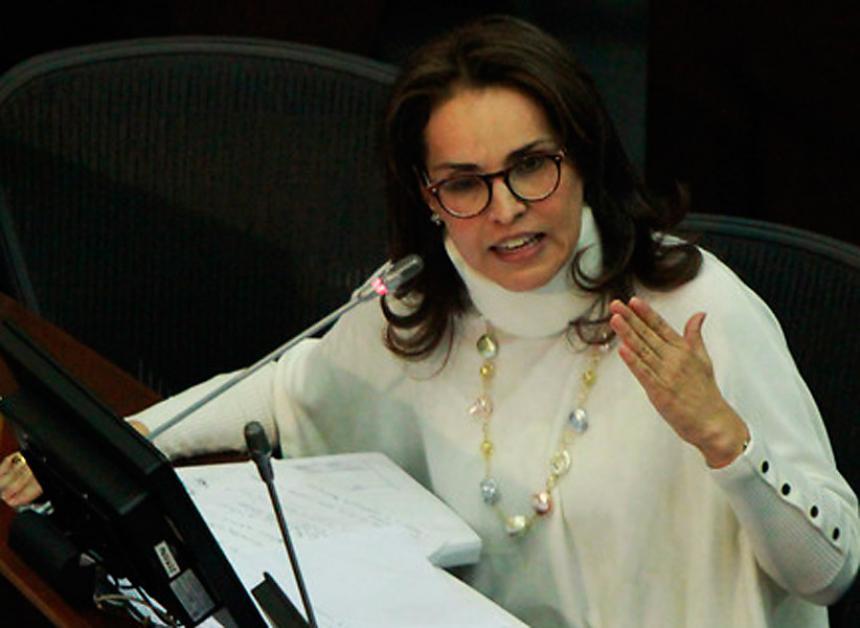 Viviane Morales renunciará al senado este lunes para lanzarse como candidata presidencial