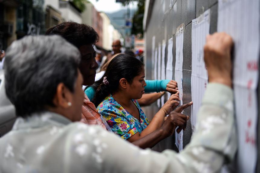 Santos pide estar alerta ante ciberataques para alterar elecciones 2018
