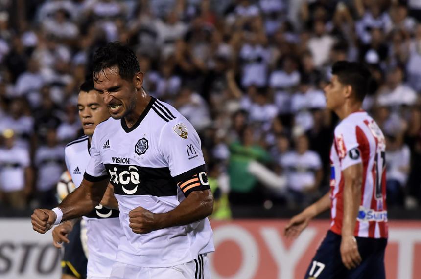 El conjunto paraguayo marcó el único tanto del encuentro a su favor por cuenta de Roque Santa Cruz que anotó en el minuto 37 de la primera mitad.