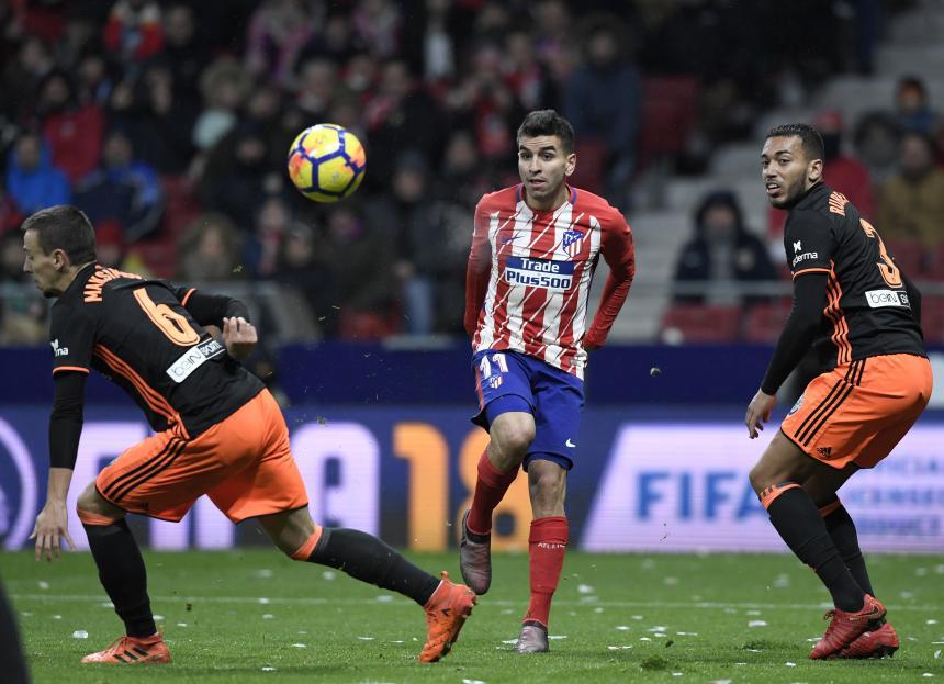 Duro golpe destroza dentadura de jugador de Atlético Madrid — Vídeo