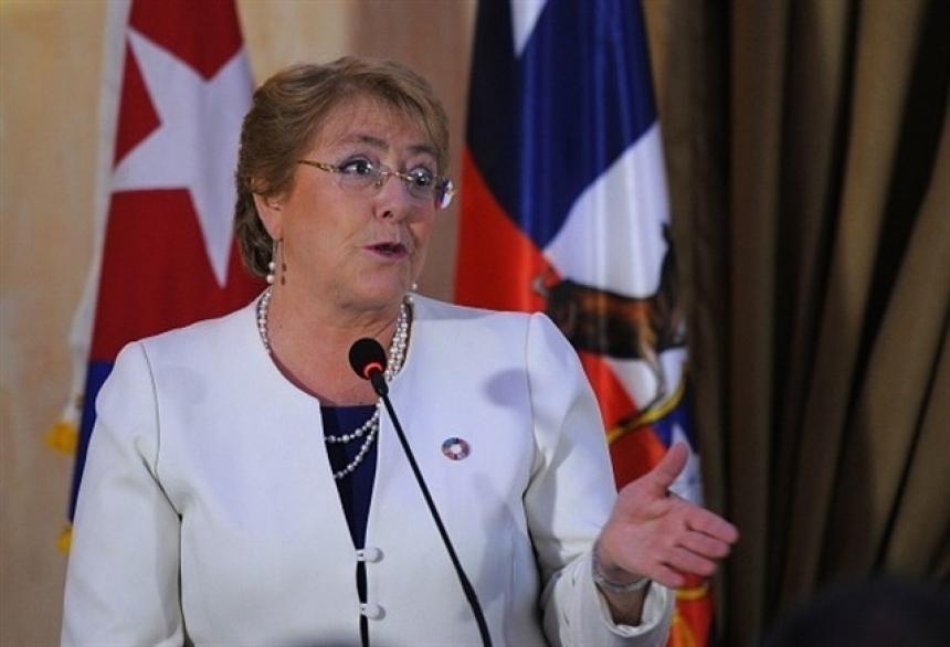 A 5 días de acabar su mandato Bachelet propone una nueva Constitución