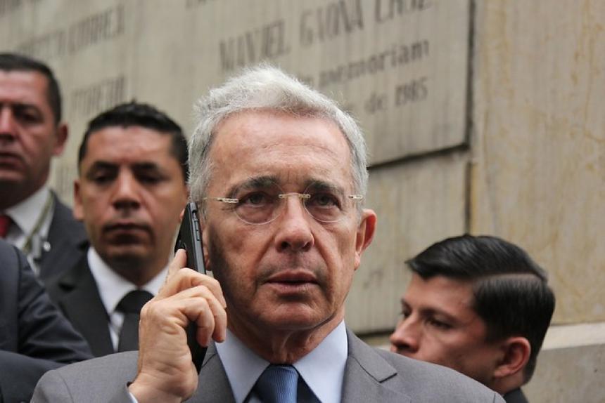 Uribe deberá rectificar tuit contra Daniel Coronell en menos de 48 horas