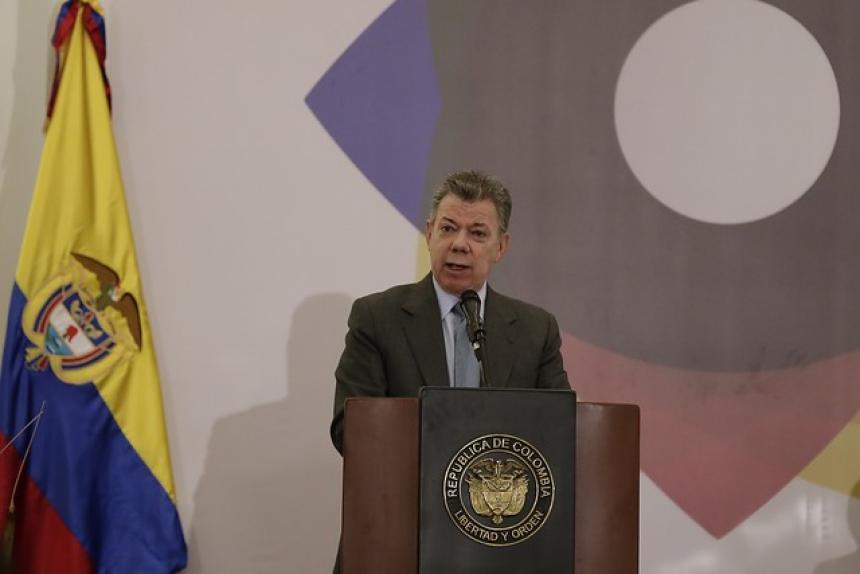 Santos pide convocar Comisión Binacional tras atentado