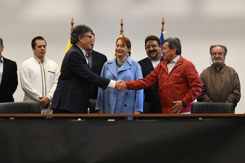 Gobierno de Colombia y ELN reanudan en Quito negociaciones