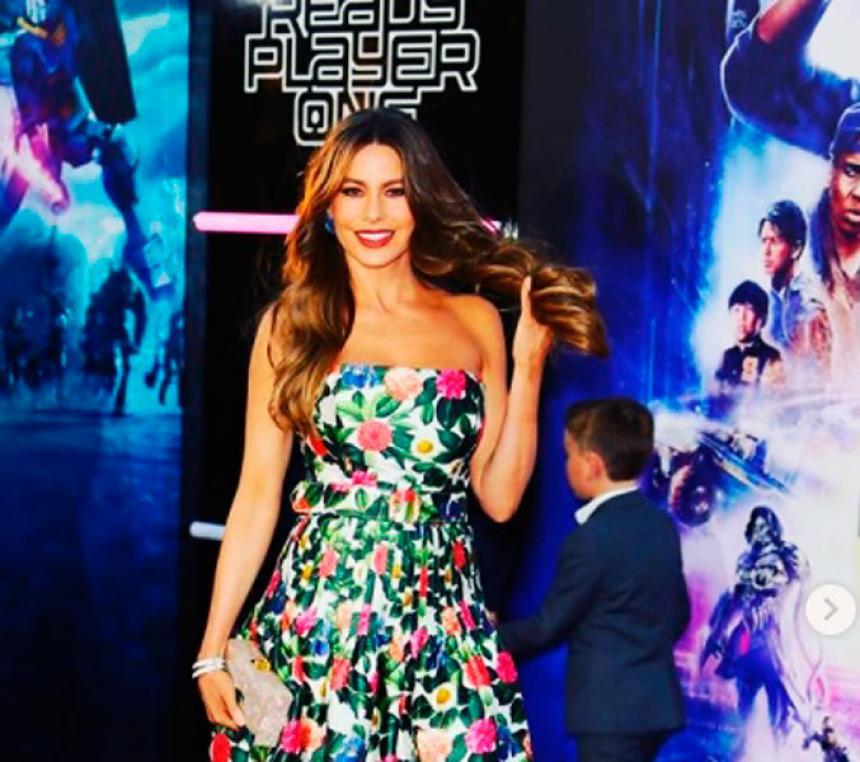 Kim Kardashian y Sofía Vergara incendian redes con bikinis retros