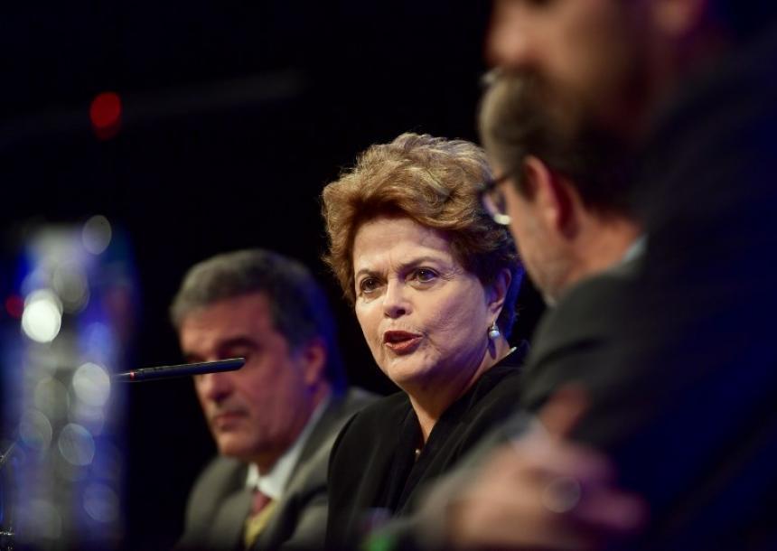 Iglesias traslada a Rousseff su solidaridad por el encarcelamiento de Lula