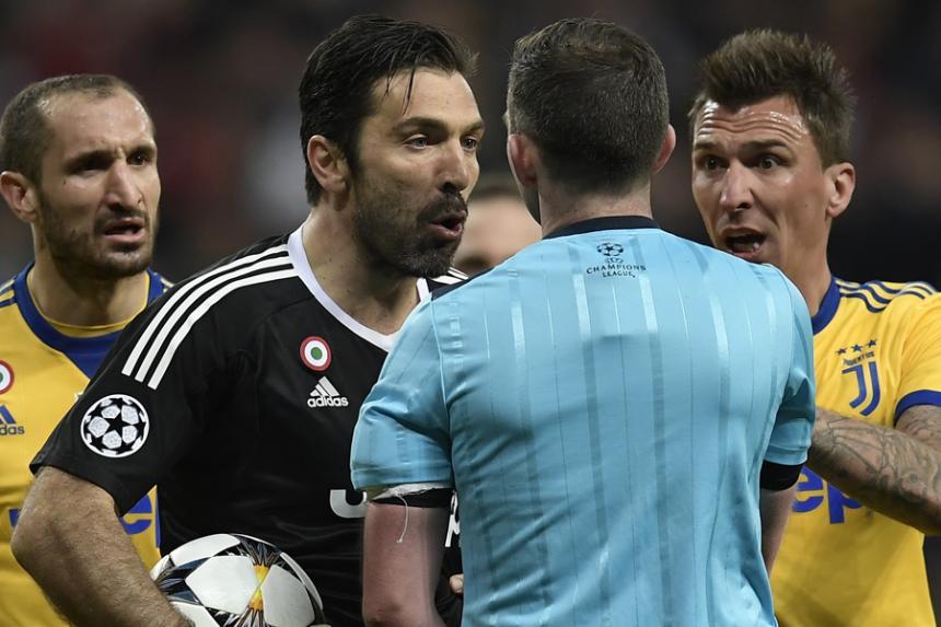 Buffon sobre el árbitro: 'no es un hombre, sino un animal'