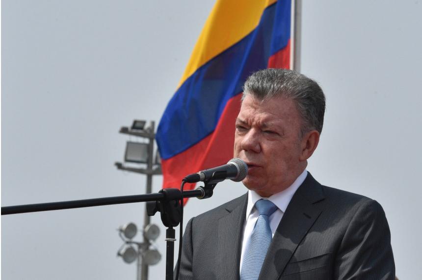 Santos se reúne con canciller de Ecuador en Lima