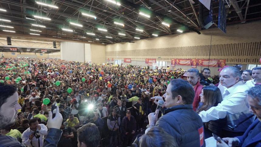 Duque y Petro siguen liderando intención de voto — Colombia