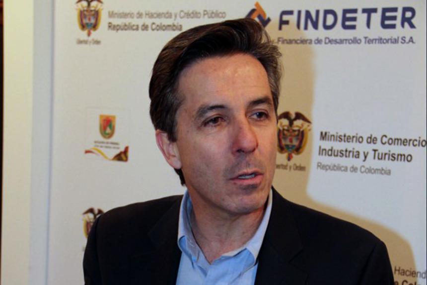 Fiscalía imputa cargos por corrupción a Roberto Prieto