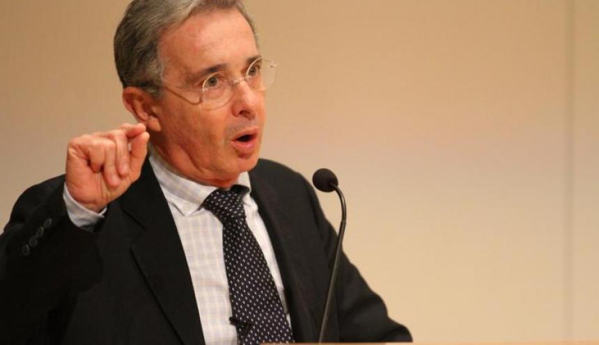 Nuevamente Álvaro Uribe es señalado de nexos con el narcotráfico