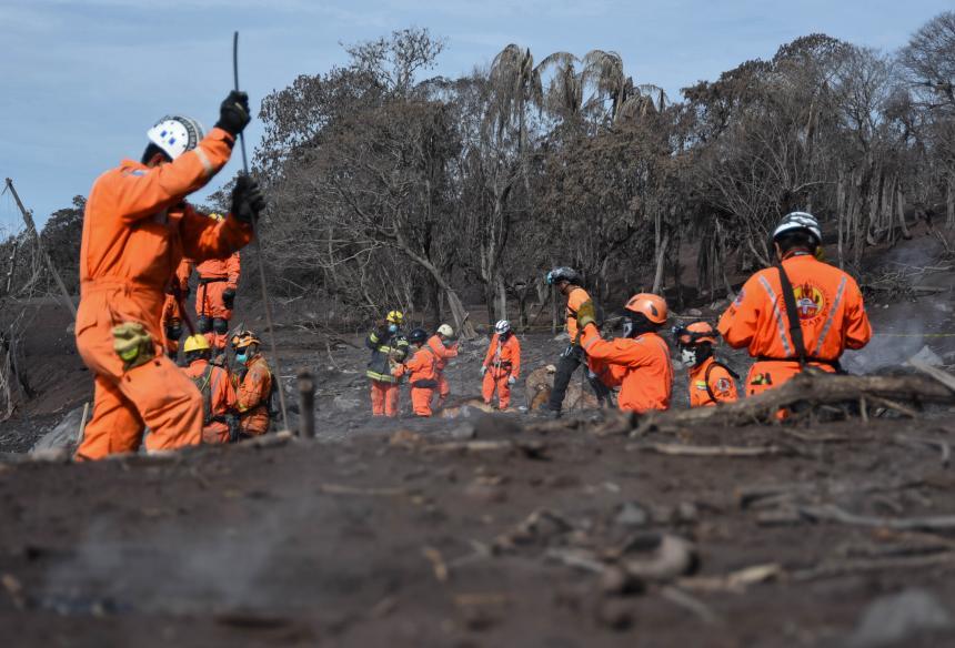 Resultado de imagen para Aumentan a casi un centenar los muertos por erupción de volcán en Guatemala