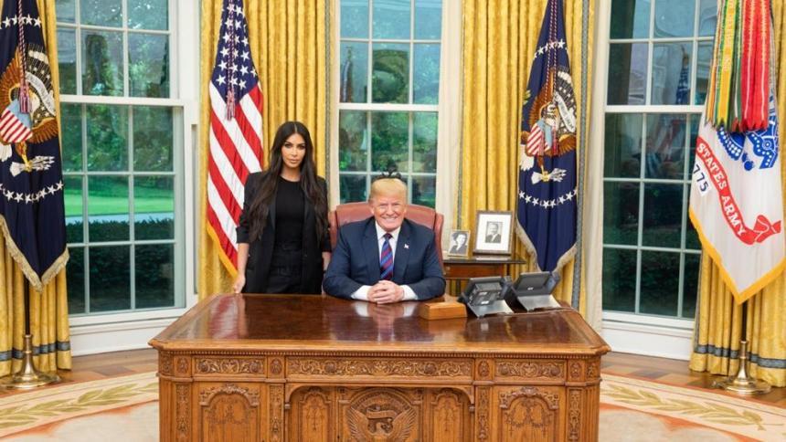 Trump indulta a una mujer encarcelada tras pedírselo Kim Kardashian