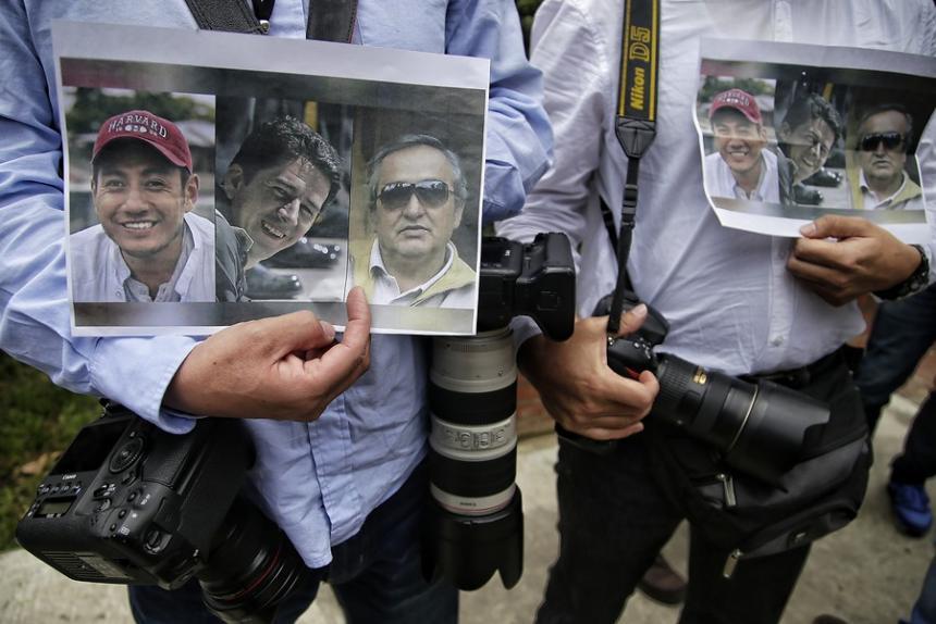 Cuerpos de equipo prensa asesinados en Colombia llegan a Quito este miércoles