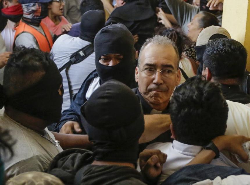 Resultado de imagen para Paramilitares de Ortega irrumpen en basílica de Nicaragua y agreden a obispos