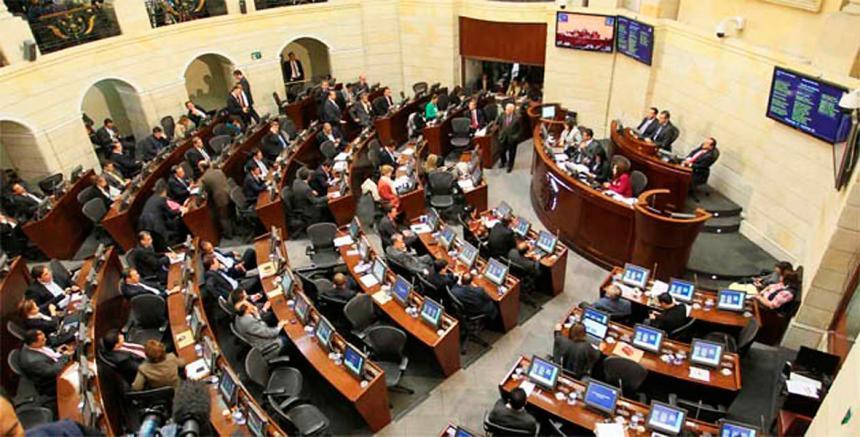 Ernesto Macías, del Centro Democrático, fue elegido nuevo presidente del Senado