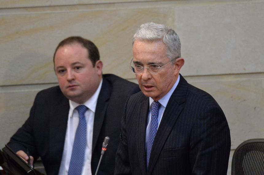 Álvaro Uribe ya no quiere renunciar al Senado