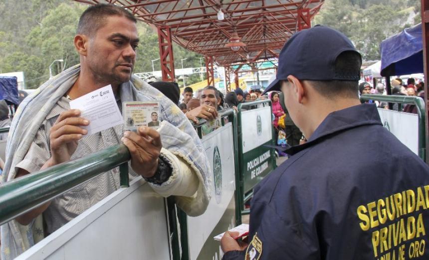 Defensoría del Pueblo pide anular exigencia de pasaporte para venezolanos — Ecuador