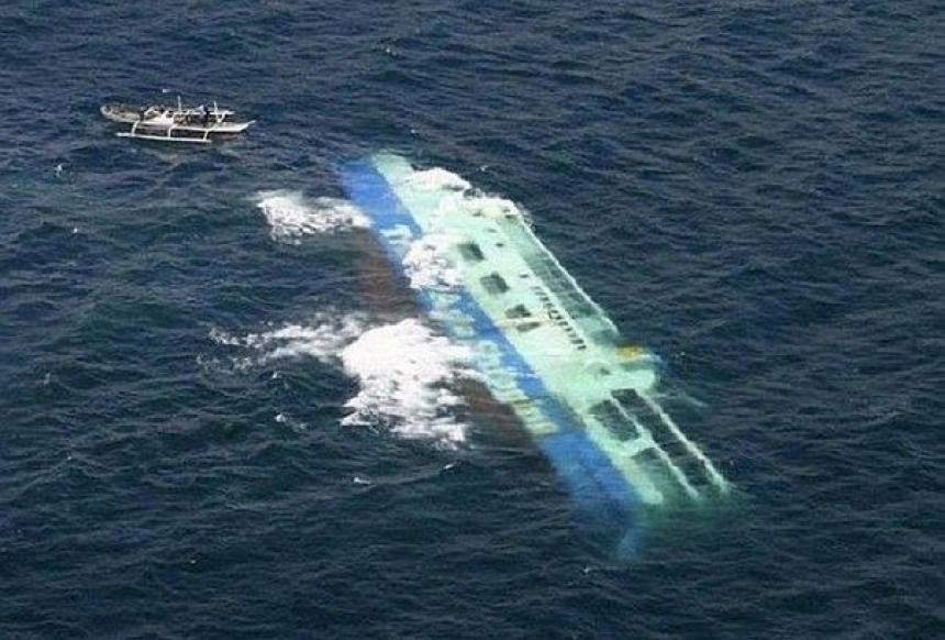 Se estiman 44 muertos en naufragio de ferri en lago de África