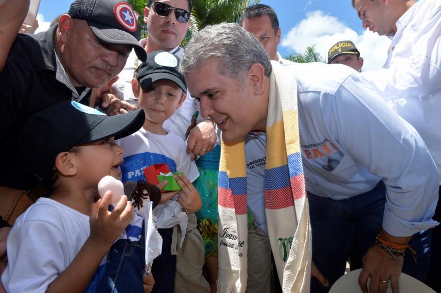 Duque firma decreto para decomisar dosis mínima de drogas en las calles