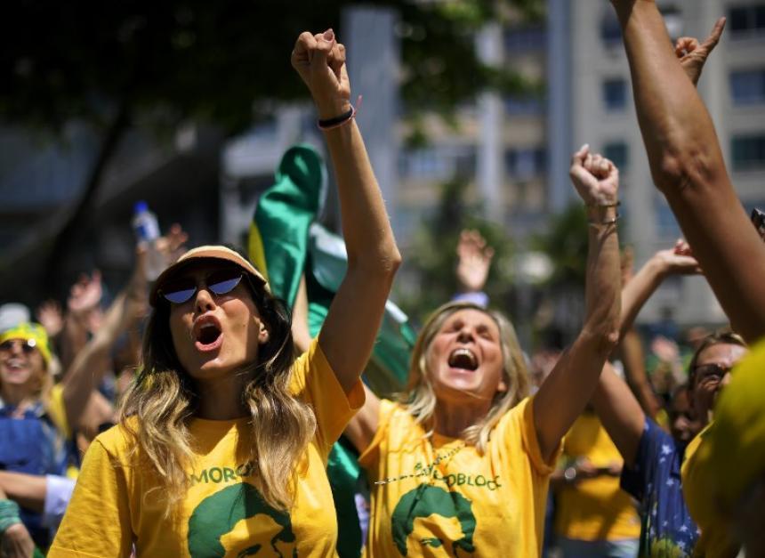 Facebook eliminó cuentas y páginas vinculadas a un grupo afín a Bolsonaro