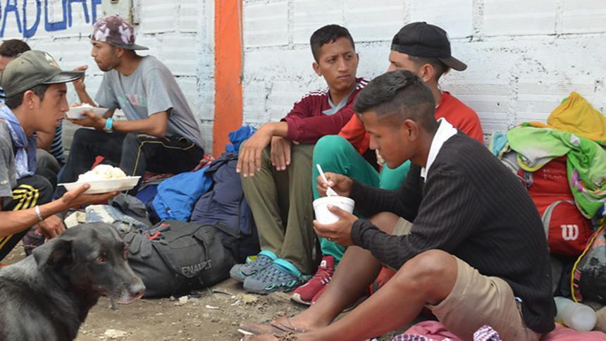 Gobierno venezolano critica que Colombia pida recursos para atender crisis migratoria