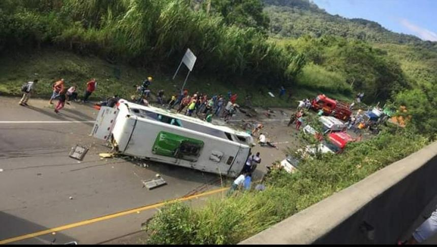 Fallas mecánicas causan accidente de bus con saldo de nueve muertos