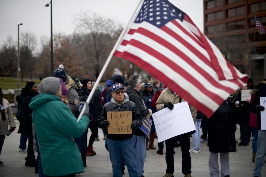 Donald Trump busca apoyo a muro fronterizo