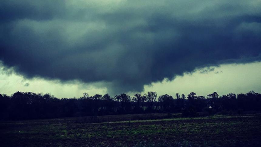 Tornado deja al menos 23 fallecidos en Estados Unidos