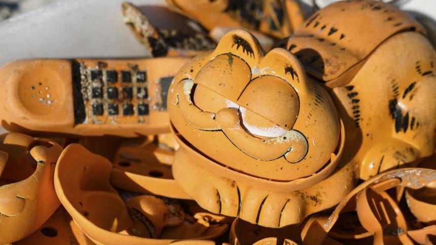 Resuelven misterio de teléfonos con forma de Garfield