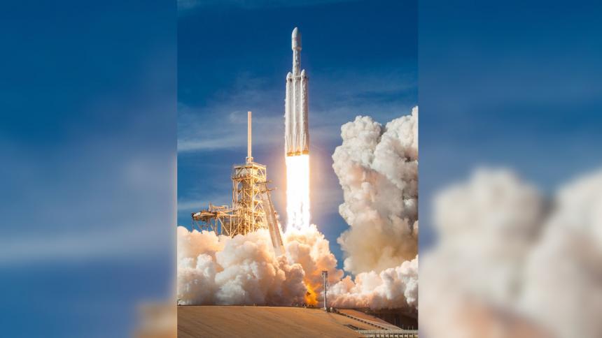 SpaceX lanza primera misión comercial
