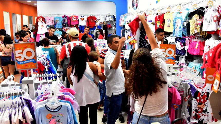 Confianza del consumidor en Colombia regresa a terreno positivo en marzo