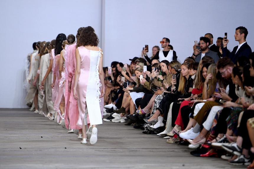 Grandes casas de moda prohiben modelos menores de 18 años
