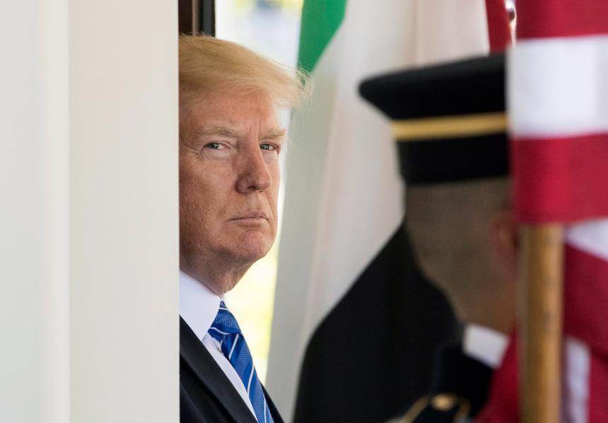 Juez impide que Trump use fondos militares para construir muro