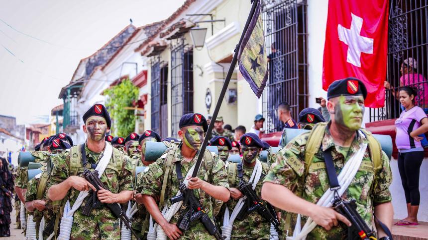 Colombia celebra Bicentenario con llamado a romper las cadenas de violencia