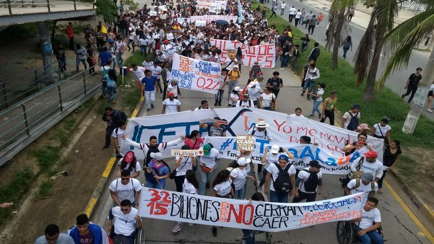 Colombia: miles de estudiantes exigen más recursos para educación