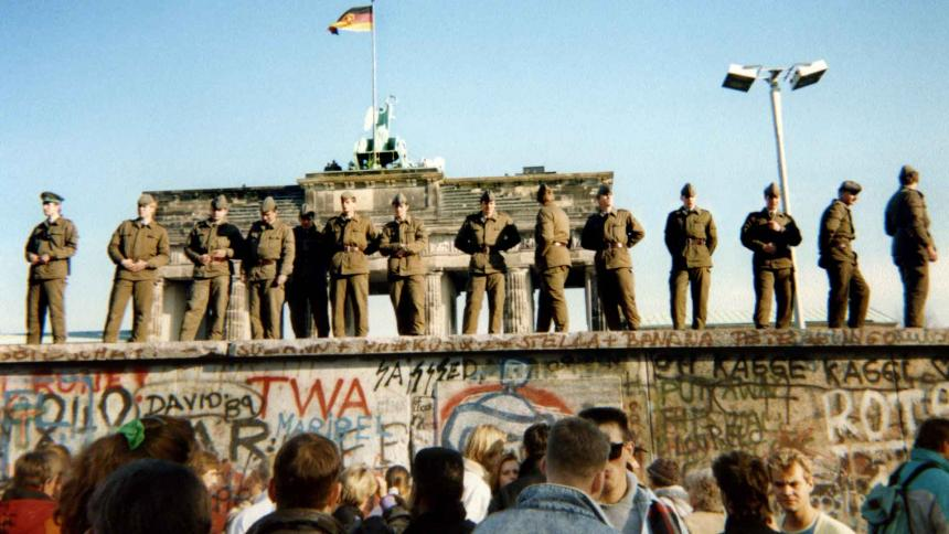 La caída del Muro de Berlín celebra Google Doodle