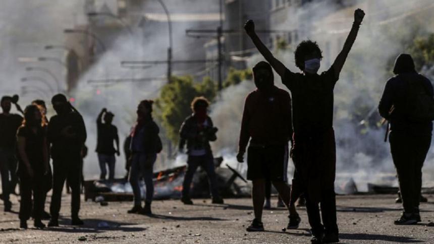 Estadounidense hiere a manifestante en medio de disturbios en ...