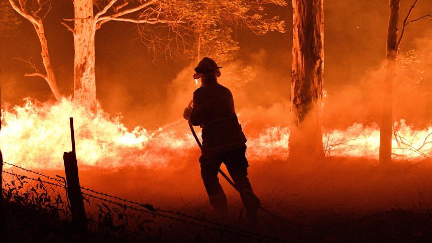 Resultado de imagen para Miles de personas se lanzan a la carretera en Australia para huir de los incendios