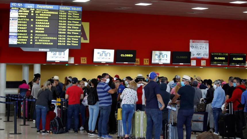 Nicht alle Touristen konnten Kuba vor der Schließung der Grenzen verlassen | Bildquelle: https://www.elheraldo.co/coronavirus/miles-de-turistas-extranjeros-abandonan-cuba-antes-del-cierre-de-fronteras-711528 © EFE | Bilder sind in der Regel urheberrechtlich geschützt