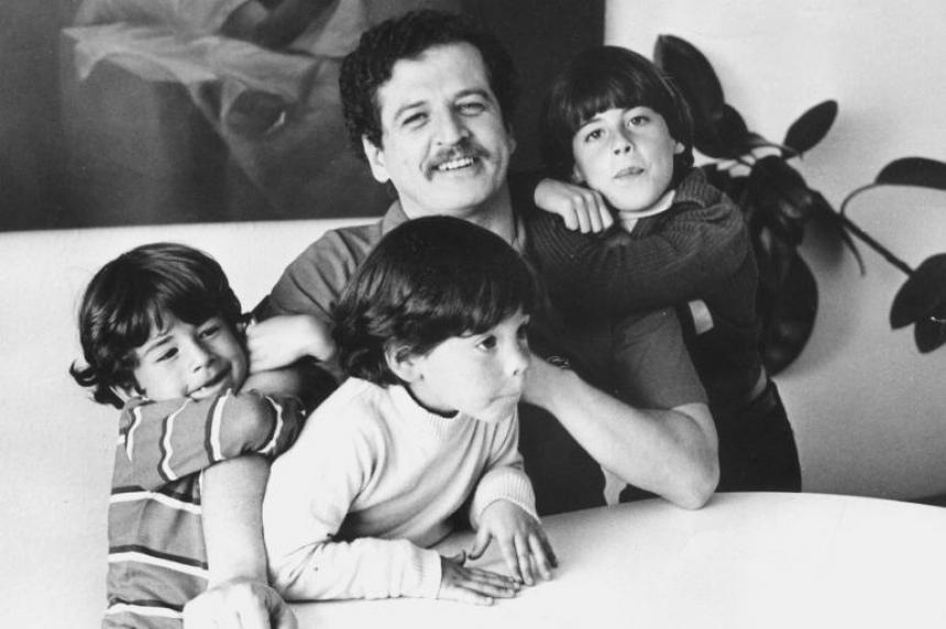 Luis Carlos Galán junto a sus tres hijos.