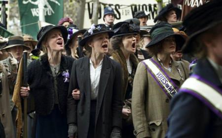 Sufragistas (2015)  Sarah Gavron busca con este película dar a conocer la lucha, individual y colectiva, que tuvieron que sobrellevar mujeres miembros del movimiento sufragista en los albores de la Primera Guerra Mundial.